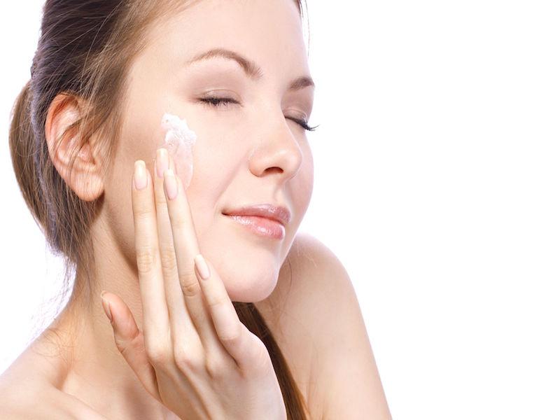 Cách chọn kem dưỡng ẩm cho da mụn