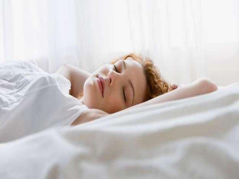 ngủ bằng gối lụa đẩy lùi lão hoá